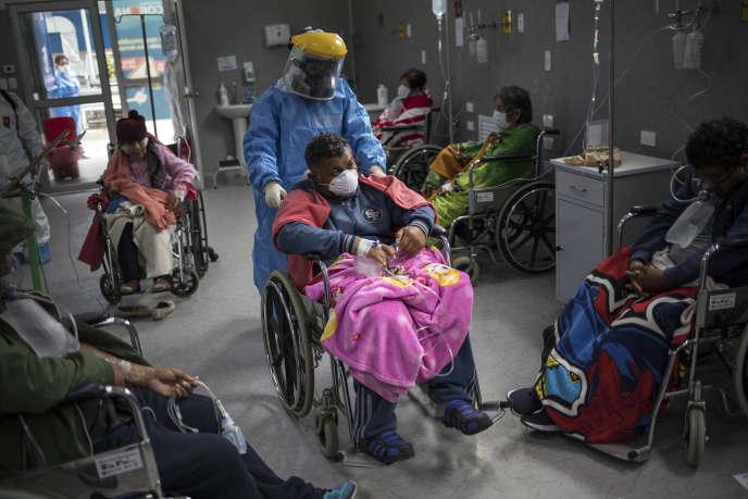 L'unité Covid-19 du service des urgences de l'hôpital Guillermo Almenara, à Lima, le 22 mai.