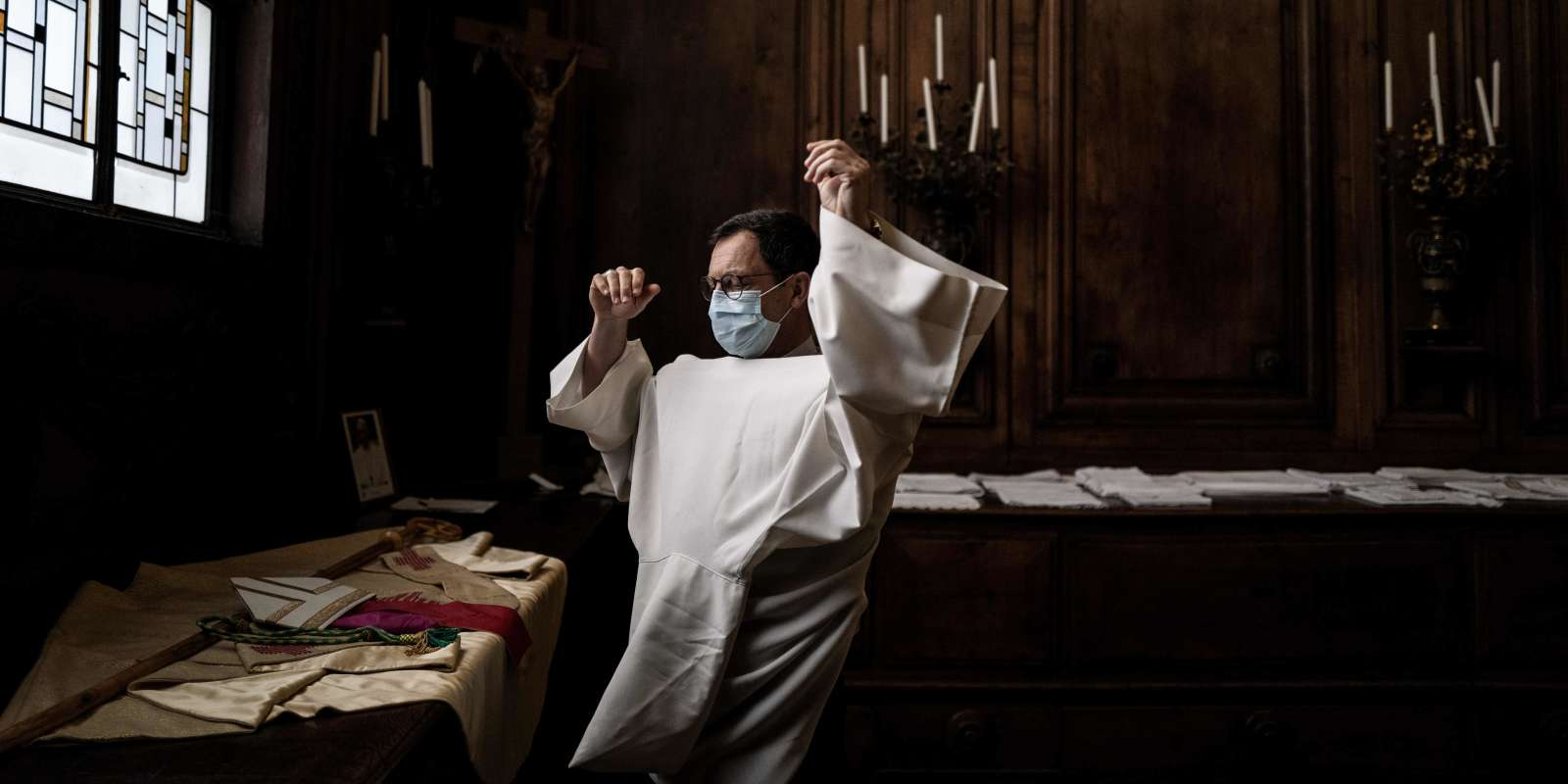 French bishop Monsignor Emmanuel Gobilliard prepares to lead the first mass in the Lyon Saint-Jean cathedral since the beginning of the lock down due to Covid 19 pandemic, on May 23, 2020. France went into lockdown on March 17, to curb the spread of COVID-19. / AFP / JEFF PACHOUD