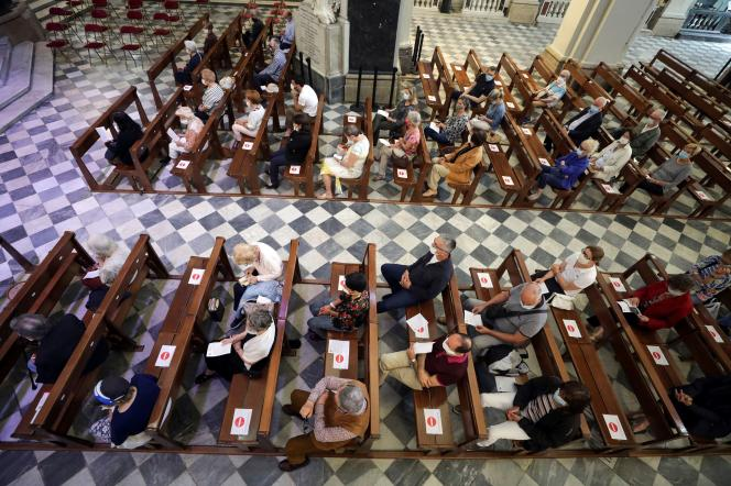 Messe dominicale à la cathédrale Sainte-Reparate de Nice, le 24 mai, jour de sa réouverture.
