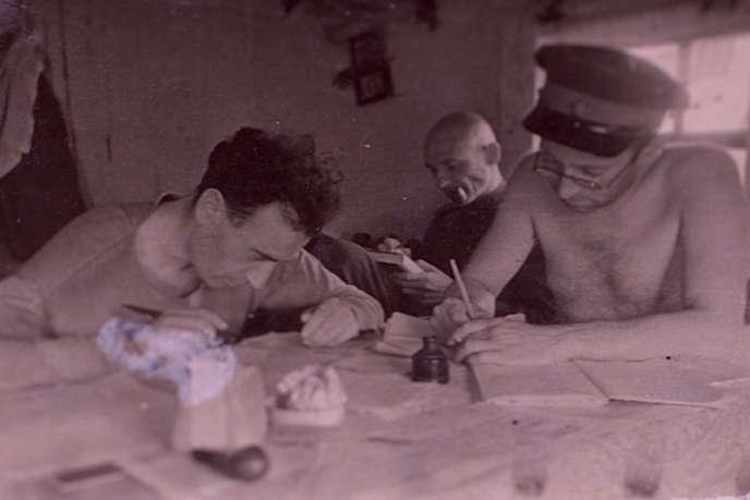 L'écrivain Vassili Grossman (à droite).