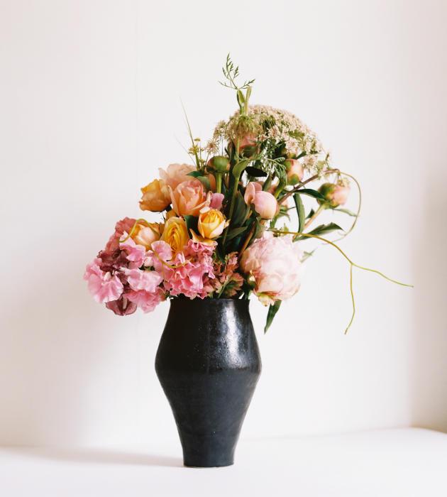 <p>Une composition de saison de l'artisan fleuriste Louis-Géraud Castor.</p>