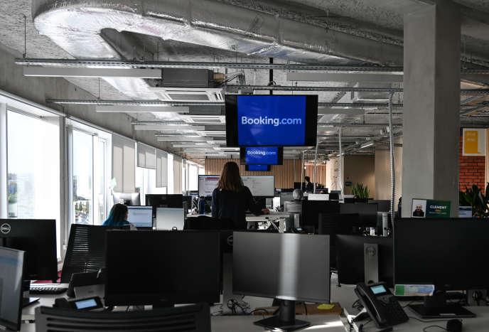 Dans les locaux français de la compagnie néerlandaise de réservation Booking.com, à Tourcoing (Nord), en octobre 2019.