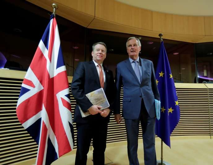 Le négociateur britannique, David Frost, et son homologue européen, Michel Barnier, le 2 mars à Bruxelles.
