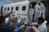 Transfert d'un patient atteint du Covid-19 vers l'hôpital de Manaus au Brésil, le 19 mai.