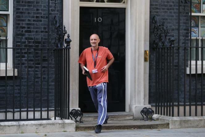 Dominic Cummings quitte le 10 Downing Street, résidence officielle et le lieu de travail du premier ministre Boris Johnson, àLondres le 24 mai.