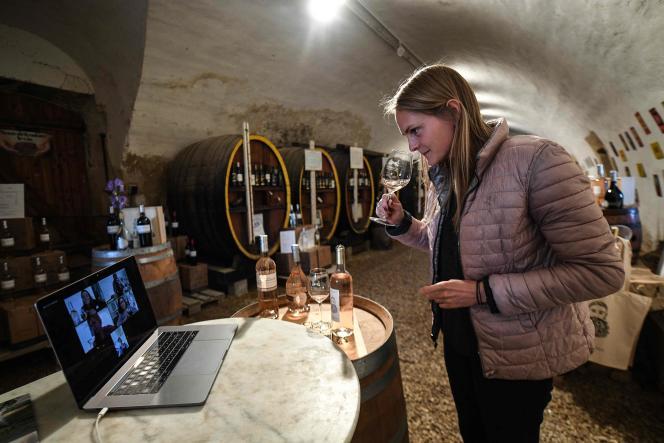 Madeleine Premmereur, viticultrice au domaine du Château Barbebelle, à Rognes (Bouches-du-Rhône), le 28 avril.