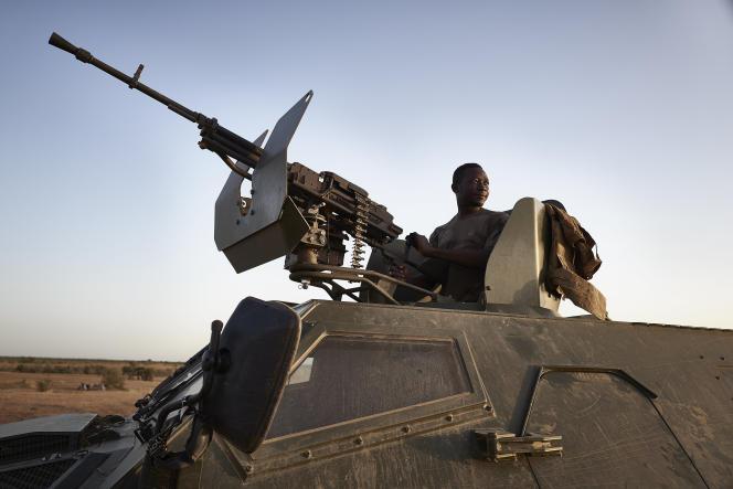 Un soldat burkinabé dans le nord du pays, en novembre 2019.