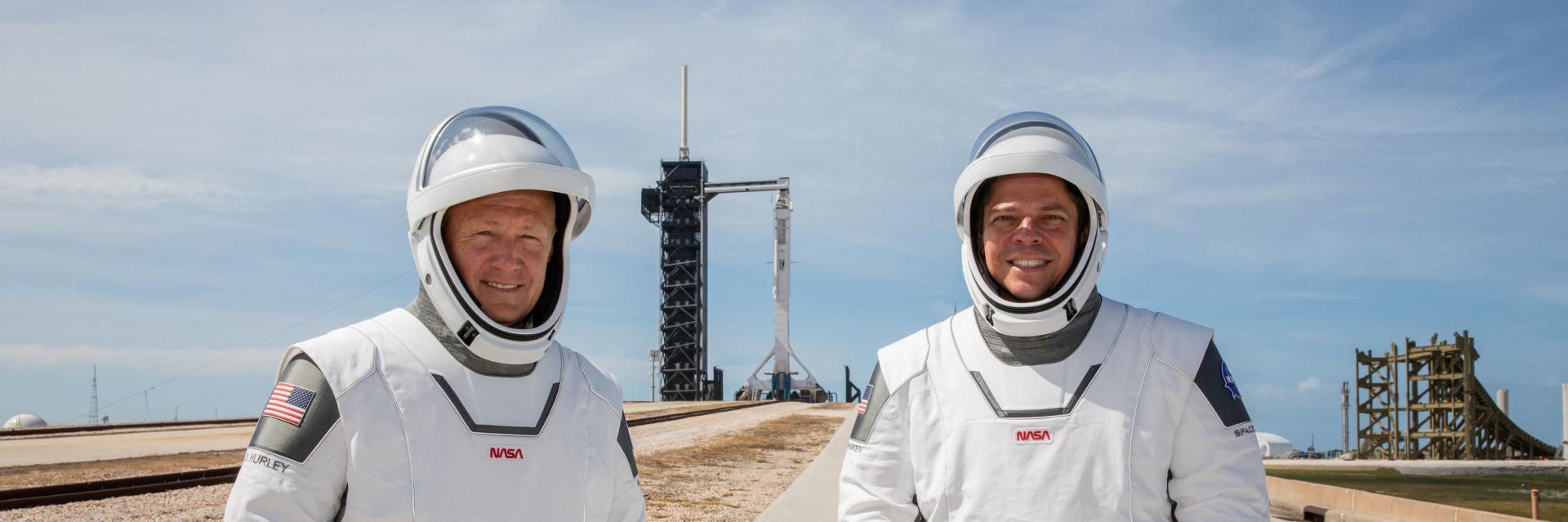 Les deux astronautes de la NASA Douglas Hurley (à gauche) et Robert Behnken, au Kennedy Space Center, le 23 mai.