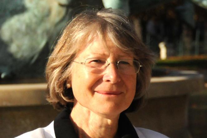 Anne Soupa, théologienne et candidate aux fonctions d'évêque de Lyon, à Paris, en 2009.