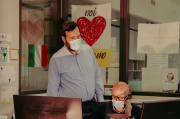 Andrea Valesini, un des rédacteurs en chef de « L'Eco», et Bruno Bonassi (assis), son adjoint, le 6 mai.