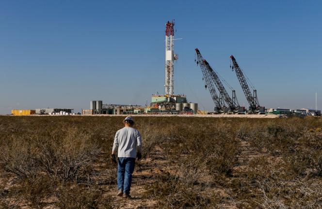 Des engins de forage pétrolier dans le comté de Loving, au Texas, en novembre 2019.