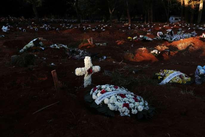Le plus grand cimetière du Brésil, celui de Vila Formosa à Sao Paulo, mardi 26 mai.