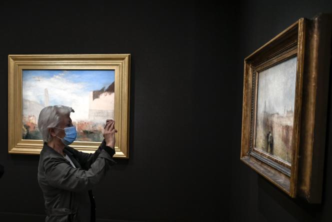 Une femme visite le musée Jacquemart-André, au premier jour de sa réouverture, à Paris, le 26 mai.