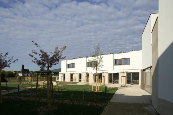 La Résidence de l'Alumnat, l'Ehpad conçu par l'agenceRichter Architectes et Associés, à Scherwiller (Bas-Rhin).