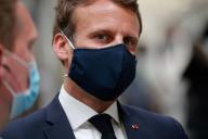 Emmanuel Macron, lors de sa visite sur le site de l'équipementier automobile Valeo, à Etaples (Pas-de-Calais ), le 26 mai.