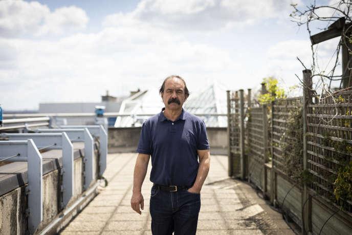 Philippe Martinez, secrétaire général de la CGT, sur le         toit-terrasse du siège du syndicat à Montreuil         (Seine-Saint-Denis), le 25 mai.