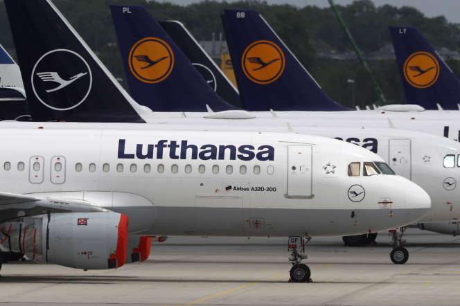 Des avions de la compagnie allemande Lufthansa, à l'aéroport de Munich, le 26mai.