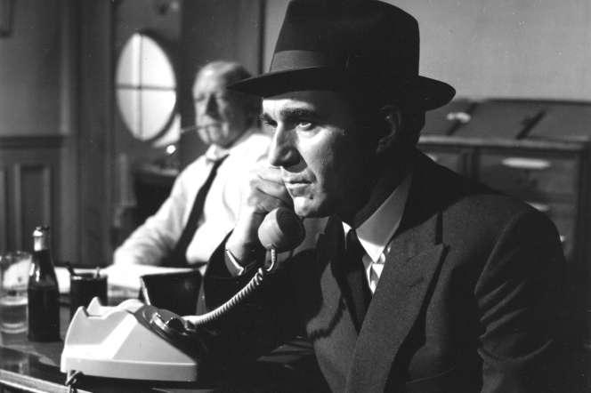 Michel Piccoli (Max) et Georges Wilson (le commissaire) dans« Max et les ferrailleurs », film de Claude Sautet.