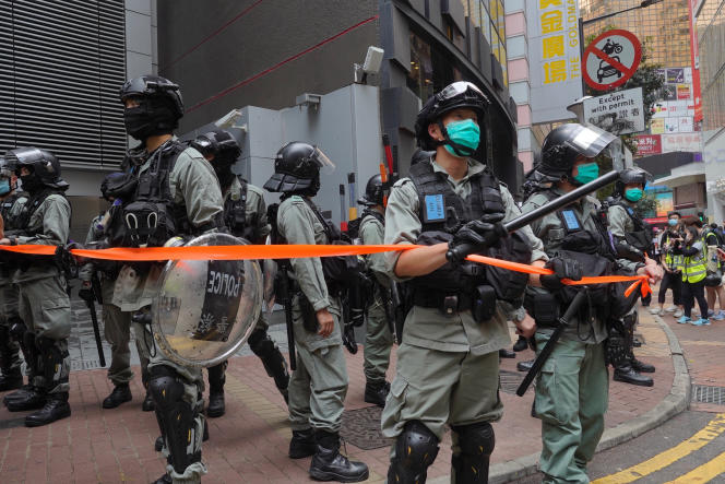 La police antiémeute dans les rues de l'ancienne colonie britannique, mercredi 27 mai.