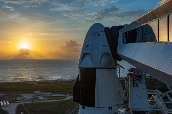 La capsule Crew Dragon au sommet de la fusée Falcon-9, sur son pas de tir à Cap Canaveral, le 24 mai.