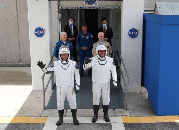 Doug Hurley et Bob Behnken, le 27 mai 2020, au Kennedy Space Center, en Floride.