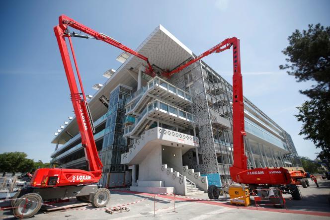 Travaux de construction d'un toit rétractable à Roland-Garros, le 27 mai.
