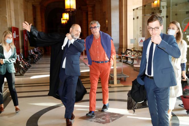 Patrick Balkany et son avocat, à la cour d'appel de Paris, le 27 mai.