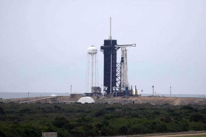 La fusée SpaceX et le vaisseau spatial Crew Dragon sur la rampe de lancement, au Kennedy Space Center, à Cap Canaveral, en Floride, le 27 mai.
