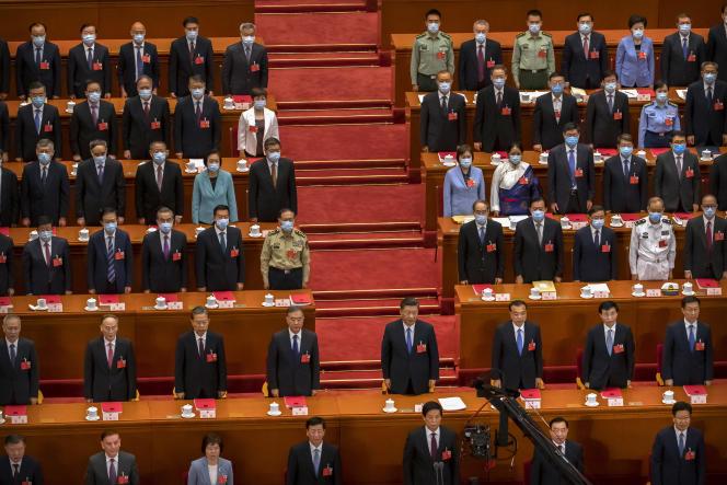 Le président chinois, Xi Jinping (centre, deuxième rang), lors de l'Assemblée nationale populaire, jeudi 28mai. Ses quelque 3000représentants ont approuvé une loi contestée sur la«sécurité nationale» pour Hongkong.