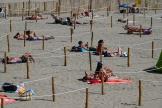 Une plage de La Grande-Motte, dans l'Hérault, aménagée afin de respecter la distanciation sociale, le 26 mai.