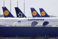 Des avions de Lufthansa cloués au sol, à l'aéroportSchoenefeld à Berlin, le mardi 26 mai.