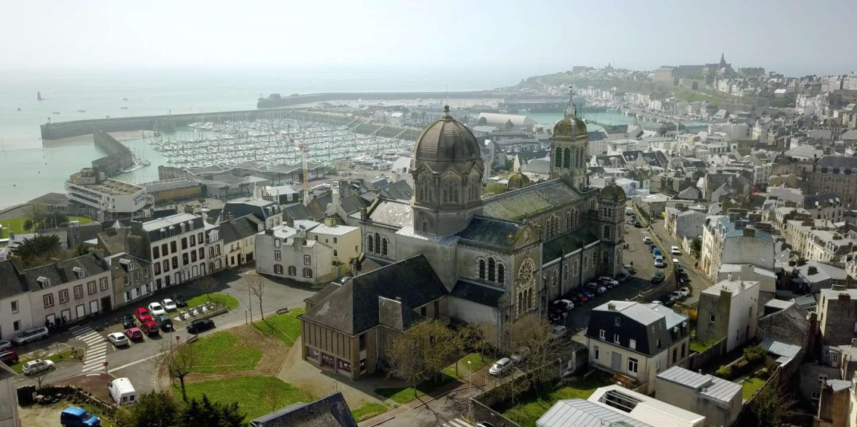 Dieu n'habite plus à l'adresse indiquée : en France, la difficile réhabilitation des édifices religieux délaissés