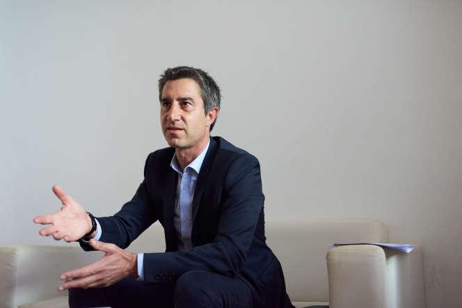 François Ruffin dans les locaux des éditions «Les liens qui libèrent» à Paris, le 28 mai.