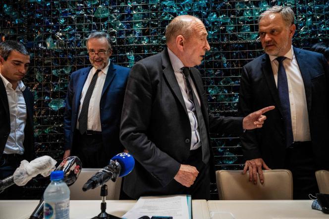 Yann Cucherat (à gauche), candidat désinvesti par LRM à la mairie de Lyon, Etienne Blanc (2e à gauche, LR), et Gérard Collomb, à Lyon, le 28 mai.