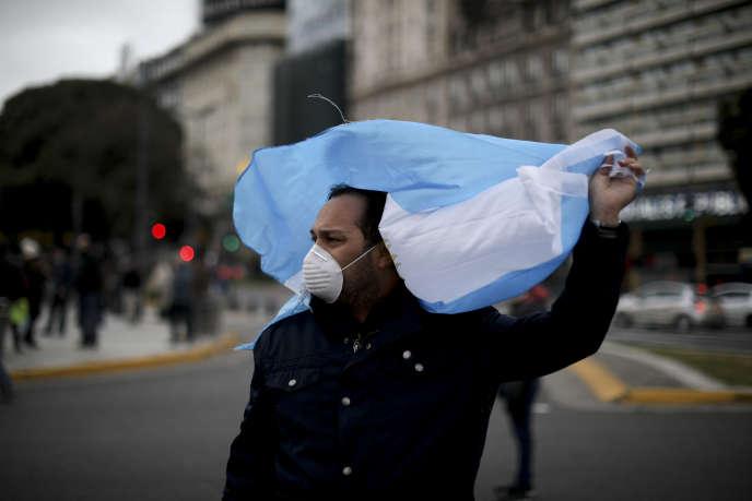 A Buenos Aires, le 30 mai, lors d'une manifestation pour réclamer la sortie du confinement mis en place pour freiner la propagation du coronavirus.