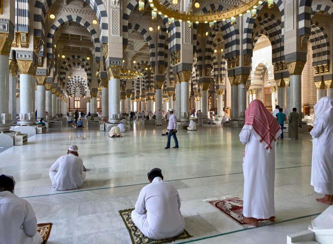 Prières dans lamosquée du Prophète, à Médine, en Arabie saoudite, dimanche 31mai.