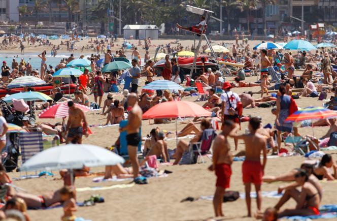 Une plage de Las Palmas, aux Canaries, dimanche 31 mai.