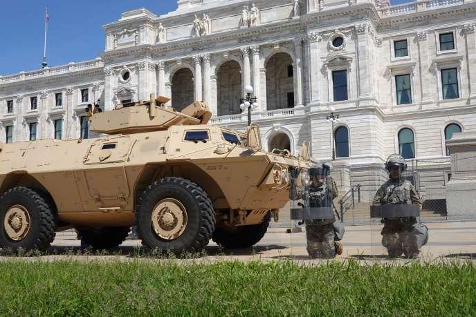 Des membres de la garde nationale du Minnesota à Saint-Paul, dimanche 31 mai.