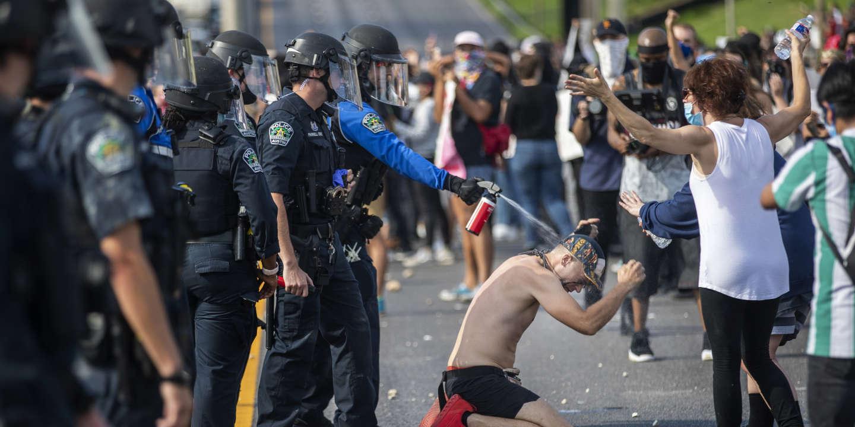 « Aux Etats-Unis, la police est à l'aise avec l'usage de la force »