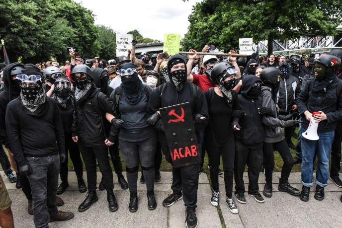 Des membres « antifas», le 17 août 2019 à Portland (Oregon).