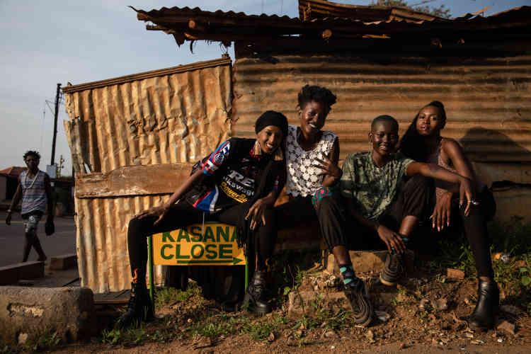 De gauche à droite, les musiciennes Hibotep, Decay, Turkana et Catu Diosis, membres du collectif 4ManySisters, à Kampala, en janvier.