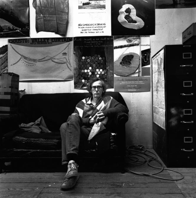 Christo, dans son atelier, en 1989, à New York.