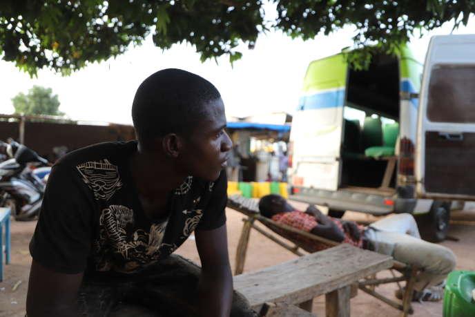 Oumarou, un Burkinabé de 23ans, est bloqué à Pogo, en Côte d'Ivoire, dans l'attente d'argent pour rejoindre un centre d'orpaillage.