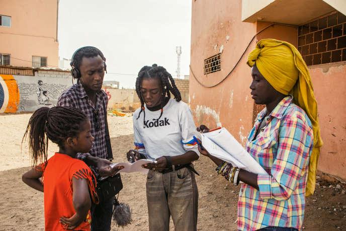 Les enregistrements sont réalisés à Dakar (Sénégal), par le réalisateur Tidiane Thiang (à gauche), et Aida Sock, alias Dianké (au centre).
