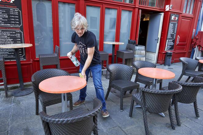 Philippe Gendrin, cogérant du bar Le Scoop, à Rennes, le 2 juin.