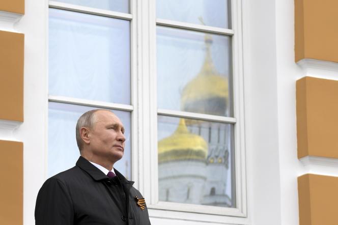 Vladimir Poutine lors du défilé aérien commémorant la victoire soviétique sur l'Allemagne nazie en 1945, à Moscou, le 9 mai.