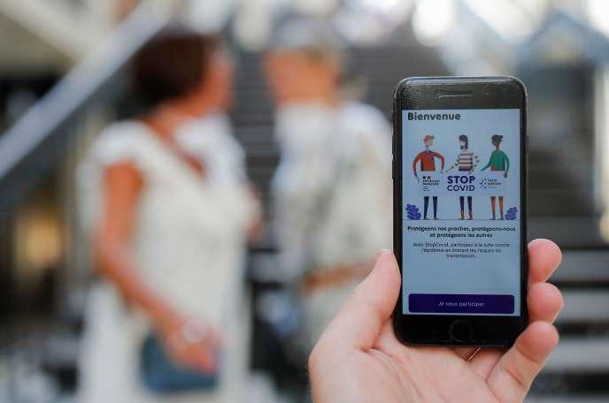 L'application StopCovid, sur un écran de smartphone, le 2 juin.