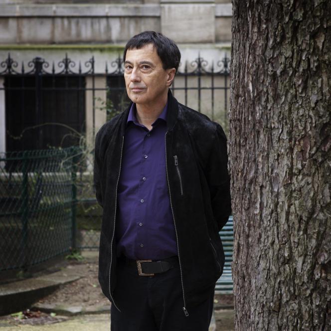 L'écrivain suisse Yves Laplace, à Paris, en 2015.