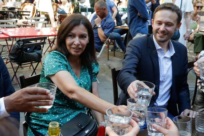 La socialiste Anne Hidalgo et l'écologiste David Belliard à Paris, le 2 juin.