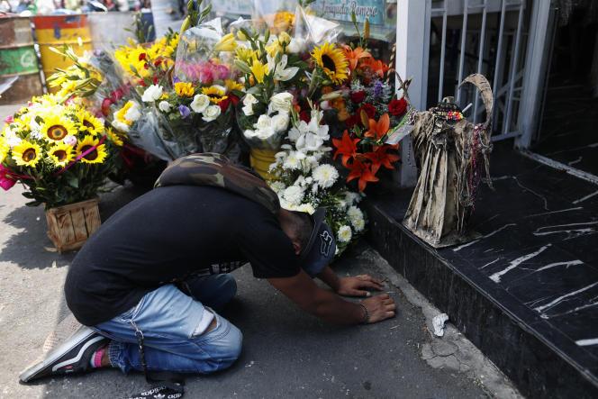 Célébration traditionnelle dela Santa Muerte, à Mexico, alors que le pays déplore plus de 10000décès dus au Covid-19, lundi 1er juin.